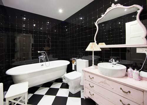 idea para decorar el baño de forma original con una lámpara de noche