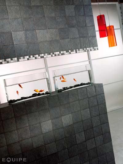 idea para decorar el baño de forma original con una pecera