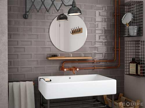 idea para decorar el baño de forma original reutilizando un flexo