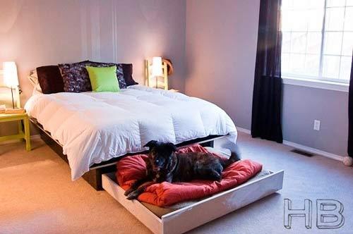 cama para perro grande con el cajón de debajo de la cama de matrimonio