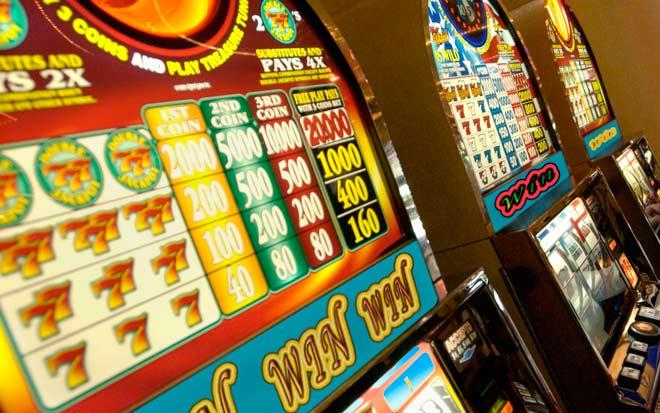 tragaperras clásicas de 3 rodillos en un casino