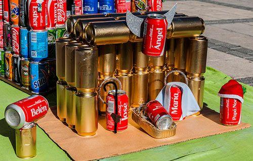 pesebre reciclado con latas de coca cola