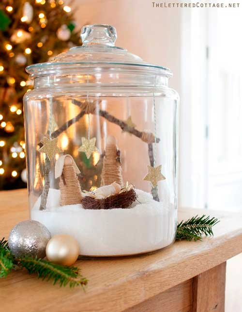 pesebre de navidad casero dentro de un tarro de cristal