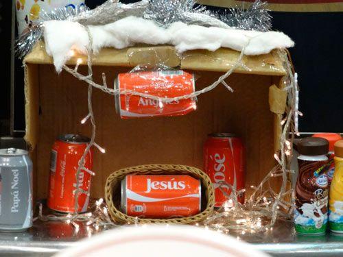 otro belén reciclado hecho con latas de coca cola