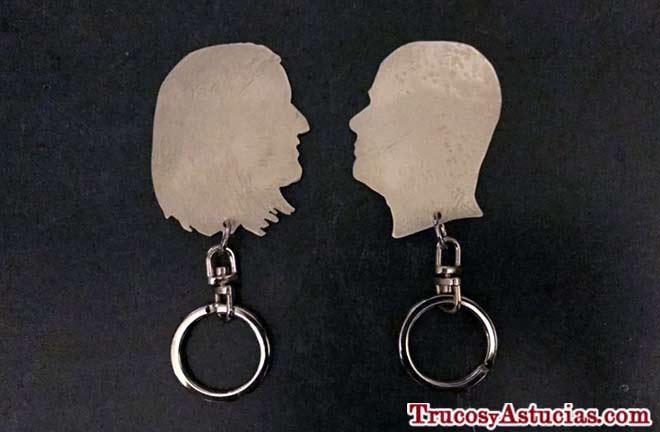 idea para regalar a tu pareja, un llavero con la silueta de tu perfil