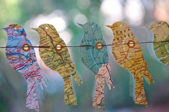 idea para hacer una guirnalda con mapas, muy original y diferente para una boda