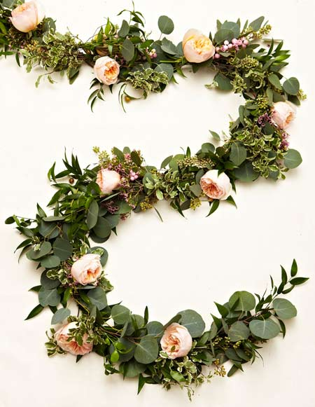 manualidad para hacer una guirnalda de flores y hojas paso a paso con instrucciones, ideal para bodas románticas
