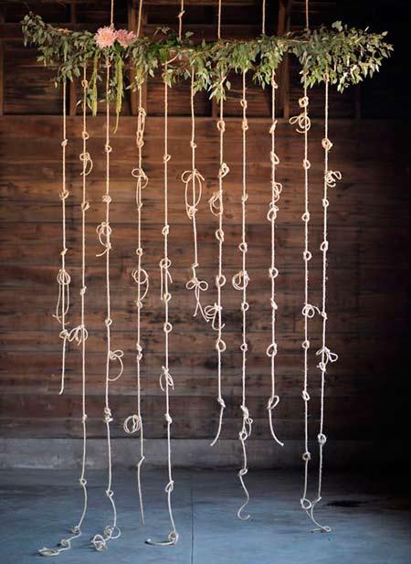 idea de photocall diy para boda con cuerdas