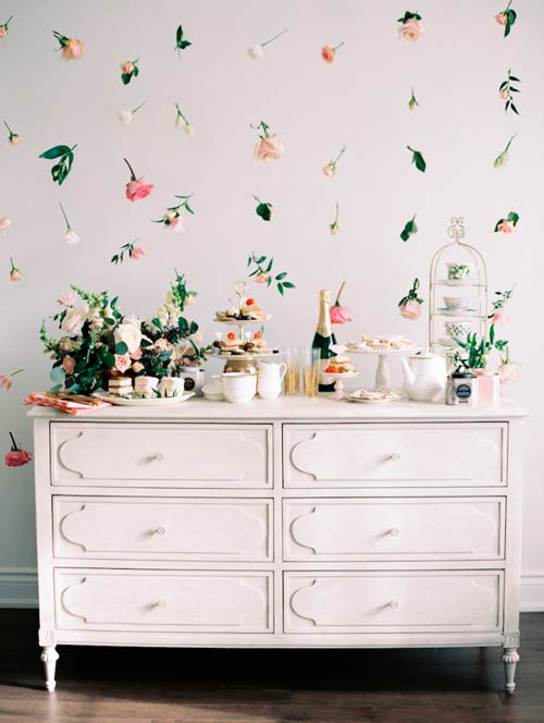photocall o fondo para candy bar con flores e hilo de papel de coco