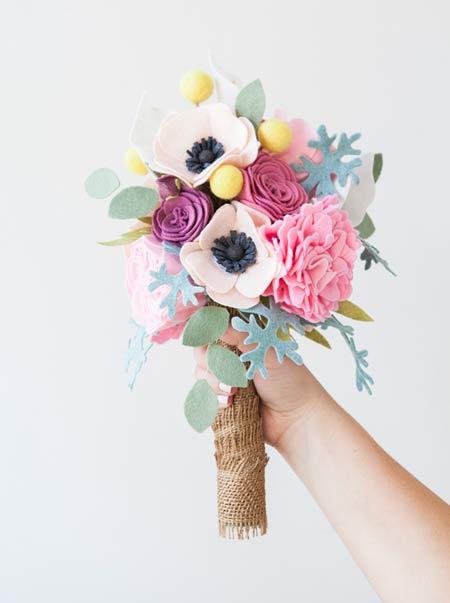 ramo para novia con flores de fieltro, sencillo y bonito diy