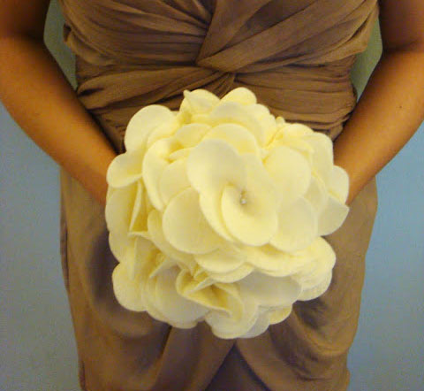 ramo de novia diy hecho con fieltro, muy fácil y sencillo