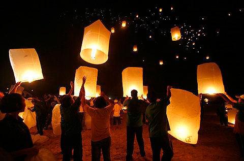 farolillos voladores tailandeses para bodas y acontecimientos