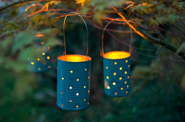 farolillos reciclados hechos con latas pintadas y velas