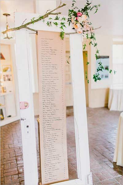 Encuentra tu sitio de boda fácil y original reutilizando una puerta de madera