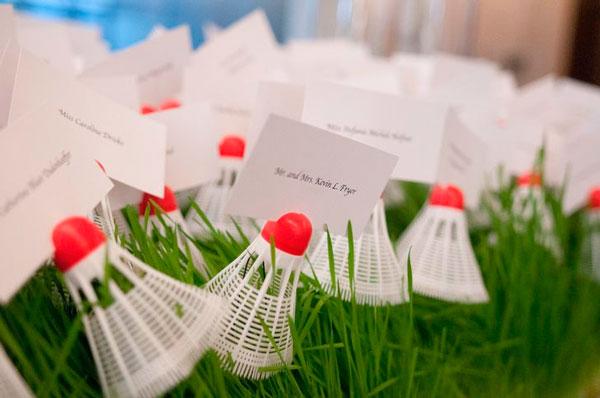 pluma de badminton para poner la tarjetas marcasitios de una boda