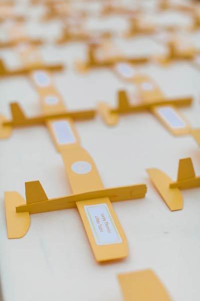 idea de marcasitios con un avión de origami