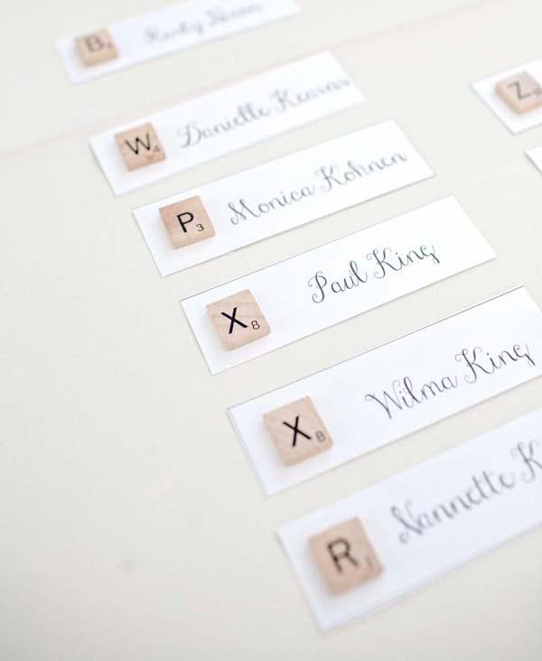 tarjeta marcasitios decorada como el juego de mesa scrabble
