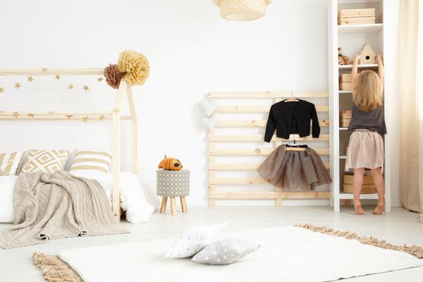 idea para reutilizar un palet como armario para habitacion infantil