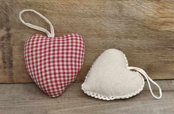 corazones para colgar hechos a mano
