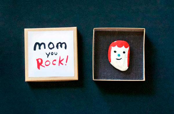 regalo personalizado diy pintando una piedra