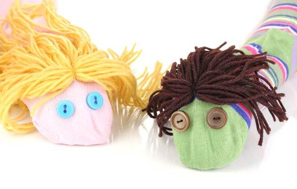 marionetas fáciles con calcetines y botones