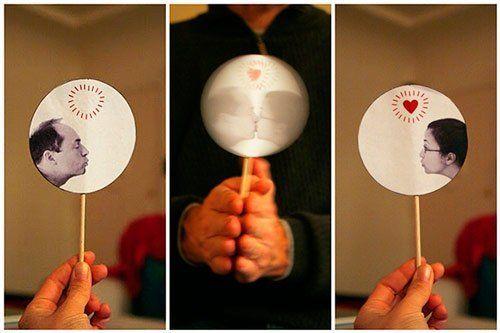 regalo personalizado para parejas: juguete ilusión óptima de beso diy