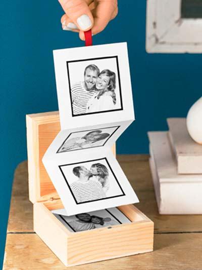 regalo personalizado para parejas: caja con fotos en acordeón