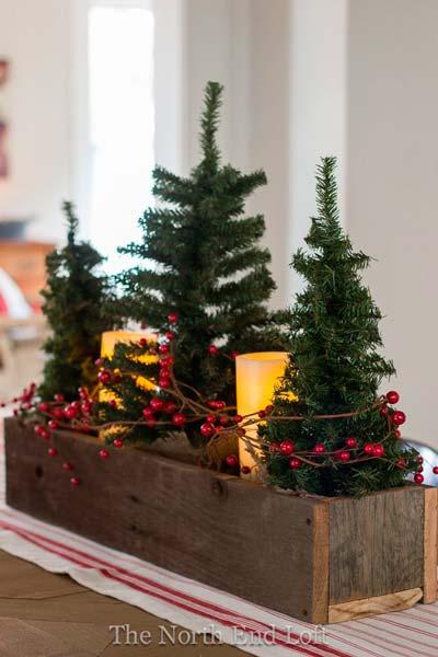 Mesa de Navidad con decoración de pino