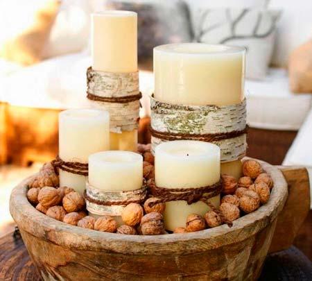 Cirios y nueces para decorar la mesa en navidad