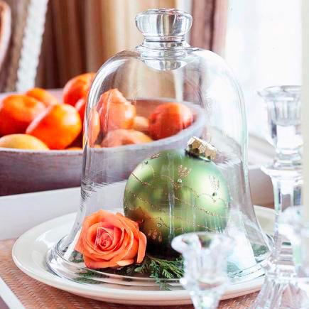 idea para decorar la mesa con una campana de cristal