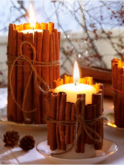 Cirios con ramas de canela para navidad