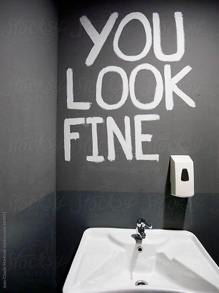 alternativa al espejo en el baño: mensaje positivo
