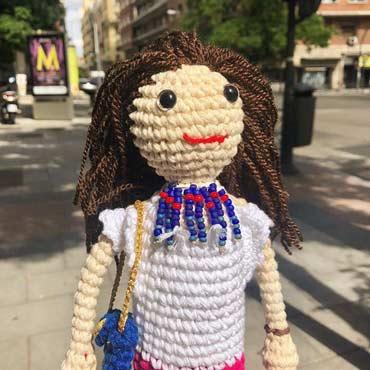 amigurumi muñeca personalizada de crochet con complementos