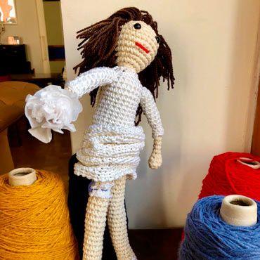 amigurumi muñeca de novia personalizada con ramo
