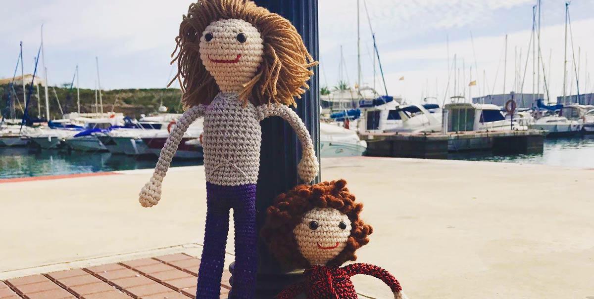 patricia y cristina en versión muñecas de crochet personalizadas