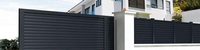 puerta corredera automática (a motor) de una casa