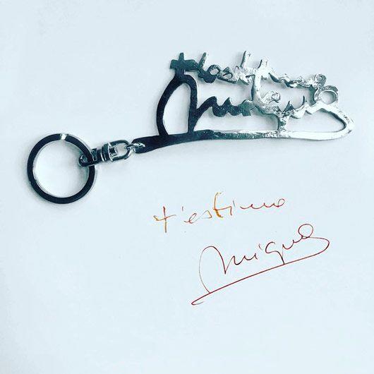 llavero o joyas personalizadas con palabras escritas con tu letra