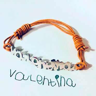 pulsera tallada con la forma de tu nombre o una palabra escrita por ti con tu letra y caligrafia
