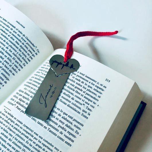 llavero, joya o punto de libro grabado con la onda sonora de la ecografía de un bebé