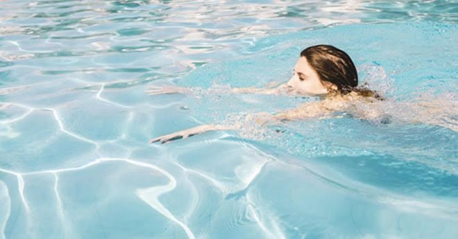 truco para aliviar el dolor de la artrosis: hacer ejercicio en el agua