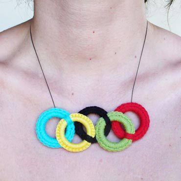 collar original con los aros de las olimpiadas olímpicas en crochet