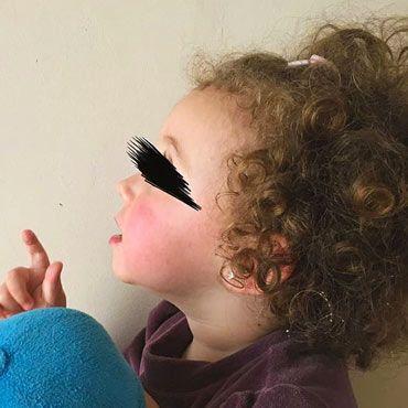 foto de perfil de una niña para hacer un llavero con la forma de su contorno