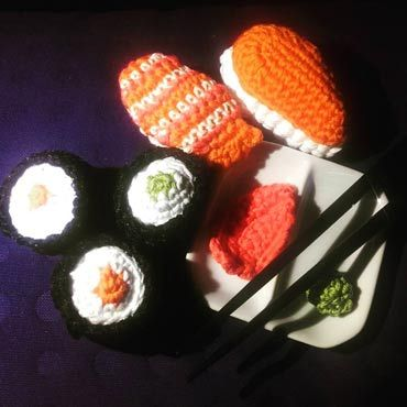 piezas de sushi de ganchillo