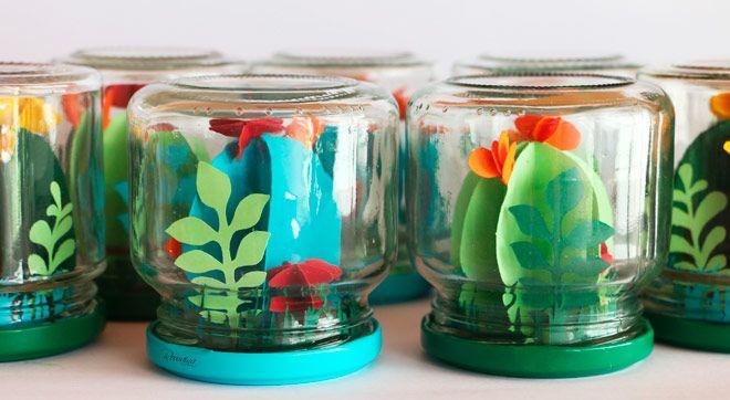 manualidad diy bricolaje con niños: terrario de papel con cactus y plantas faciles