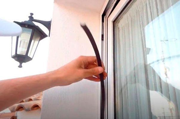 cómo ajustar el imán de la mosquitera