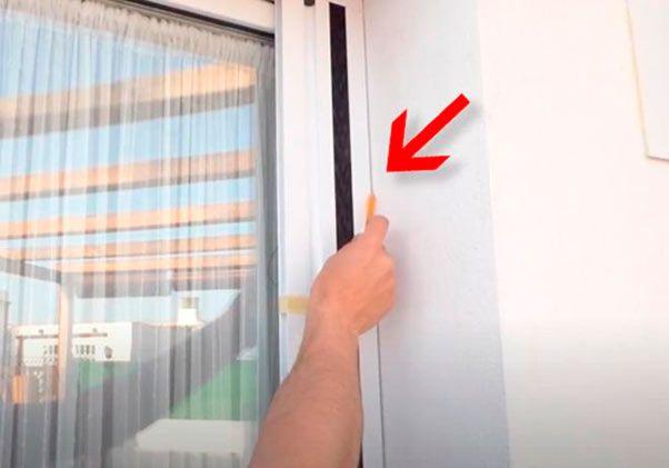 marcar la posición de la mosquitera con el lapiz