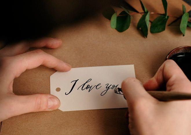etiqueta de papel kraft con lettering a mano