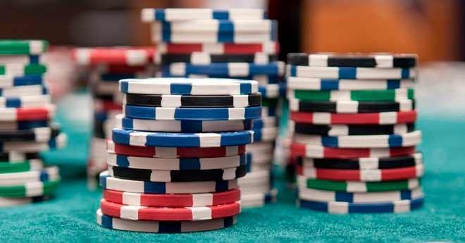 semifaroles y faroles en el poker, diferencia